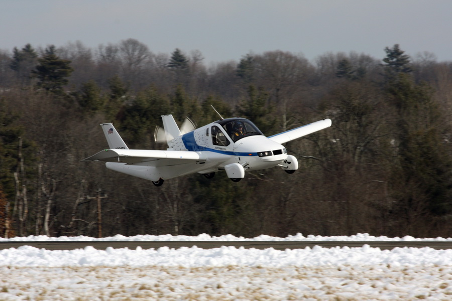 A flying car named the TF-X lands at Lawrence Municipal Airport, Massachusetts. [Photo/China Daily]