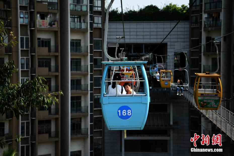 重庆索道 穿楼而过 吸引游客图片