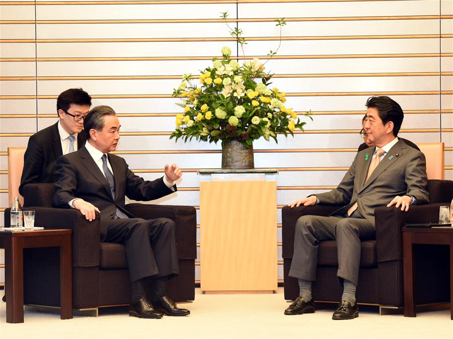 Japanese Prime Minister Shinzo Abe (R front) meets with Chinese State Councilor and Foreign Minister Wang Yi (L front) in Tokyo, Japan, April 16, 2018. [Photo/Xinhua]
