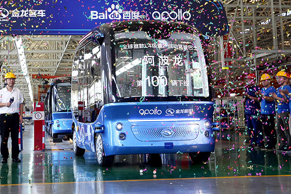 Apolong buses coming off the production line in Xiamen, Fujian province. [Photo/China Daily]