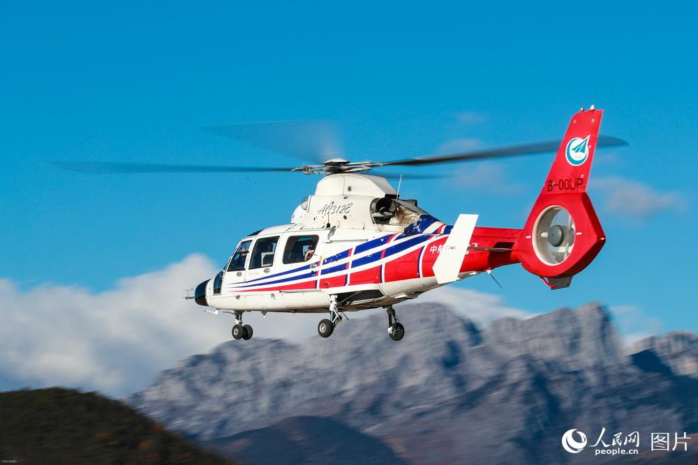 AC312E, a light twin-engine civilian helicopter, completes plateau testing in southwest China's Yunnan province in November, 2017. [Photo/people.cn]