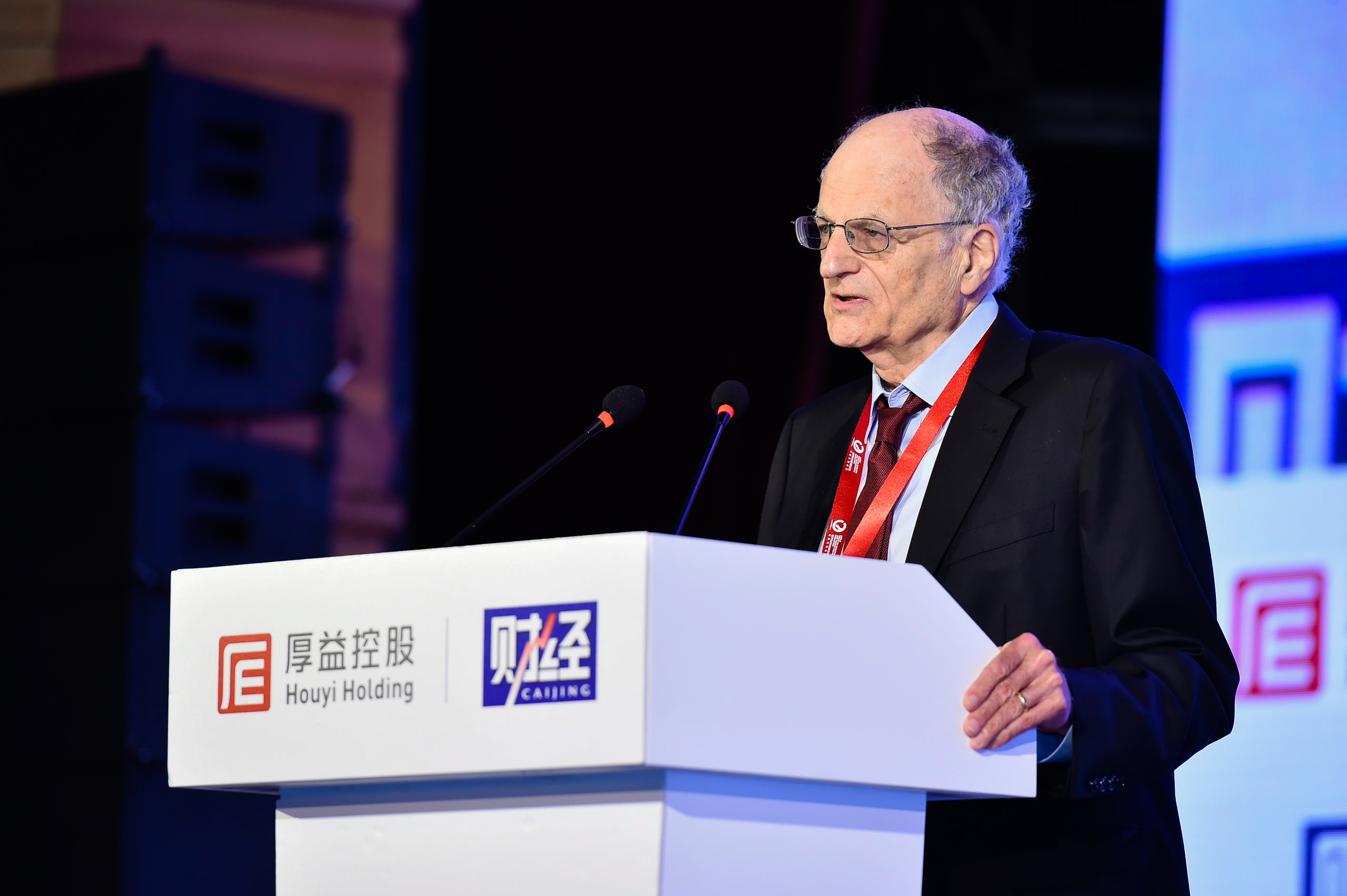 Thomas J. Sargent, winner of the 2011 Nobel Prize in Economics, speaks at the 2018 World Forum on Scientific and Technological Innovation in Beijing, Aug. 11, 2018. [Photo courtesy of the 2018 World Forum on Scientific and Technological Innovation]