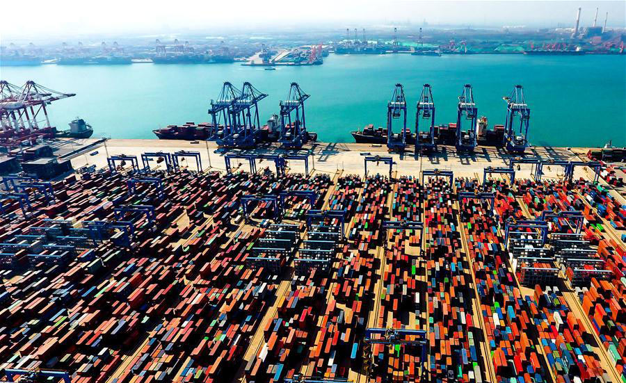 Aerial photo taken on May 4, 2018 shows an automatic container dock in Qingdao, East China's Shandong province. [Photo/Xinhua]
