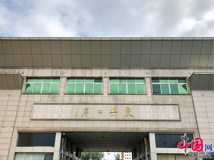 The gateway of Dongxing, a port city in south China's Guangxi Zhuang Autonomous Region. [Photo/China.org.cn]