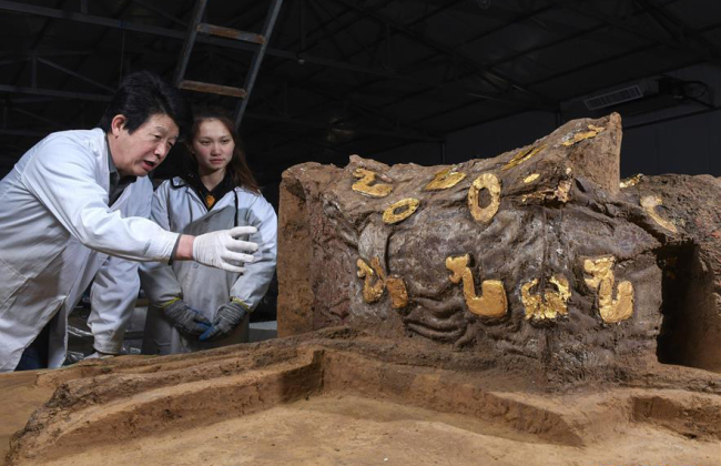 Chinese archaeologists unveil deluxe carriage from 2,500 years ago
