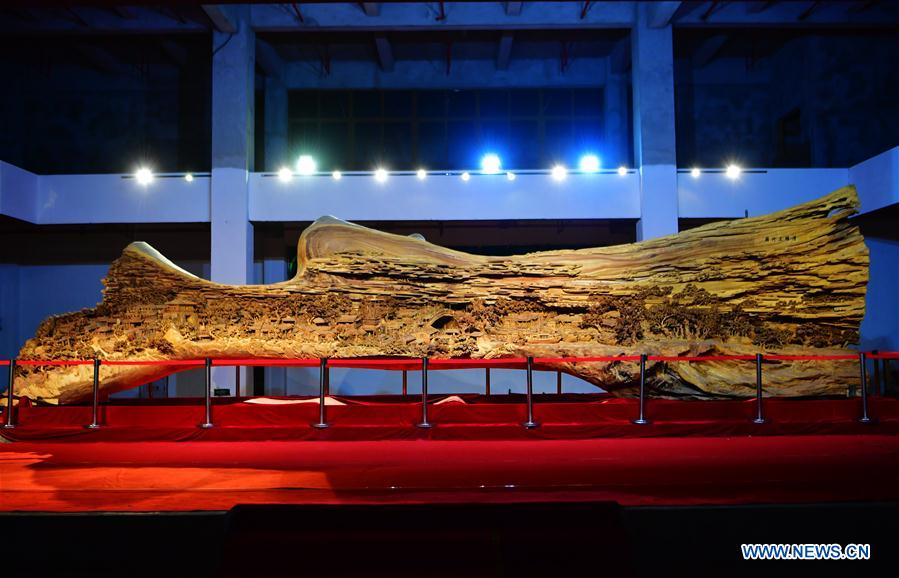 Giant camphor wood carving of ancient painting exhibited in Putian