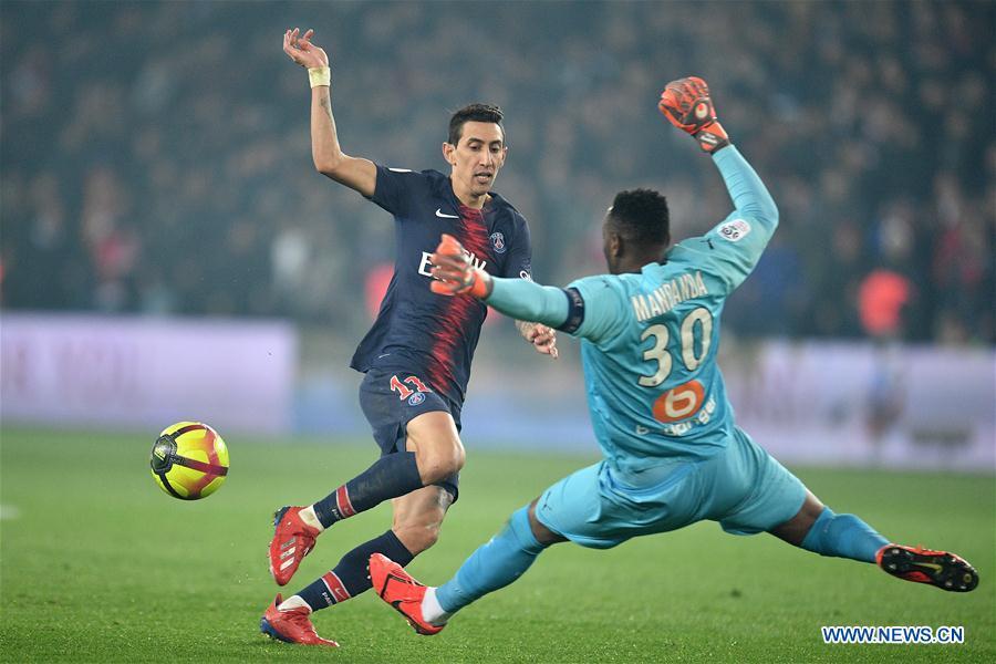 85d6aa190 Angel Di Maria (L) of Paris Saint-Germain vies with Olympique de  Marseille s goalkeeper Steve Mandanda during the Ligue 1 match between Paris  Saint-Germain ...