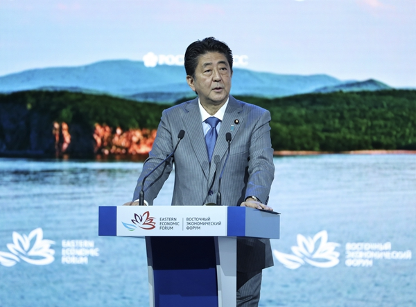 Abe calls for efforts to minimize Brexit impact
