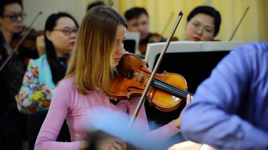 Chinese art market provides niche for Russian violinist