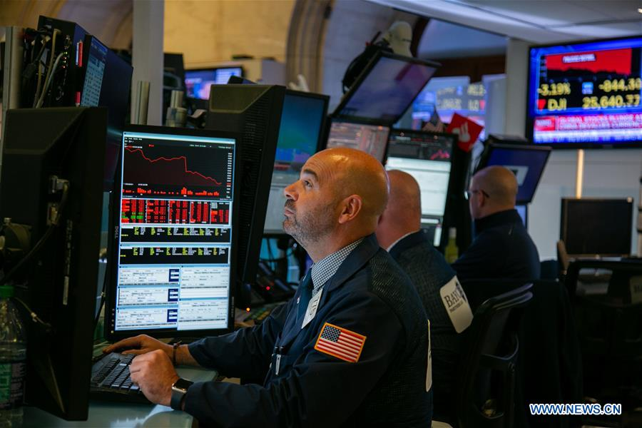 US stocks close lower amid rising growth anxieties