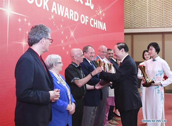 Foreigners win top publication prize for introducing China to world