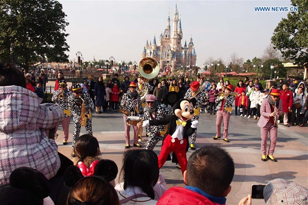 Shanghai Disney opens resort to outside food - Chinadaily.com.cn
