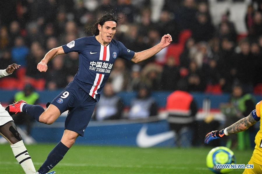 Neymar sees red, Cavani scores 200th goal for PSG