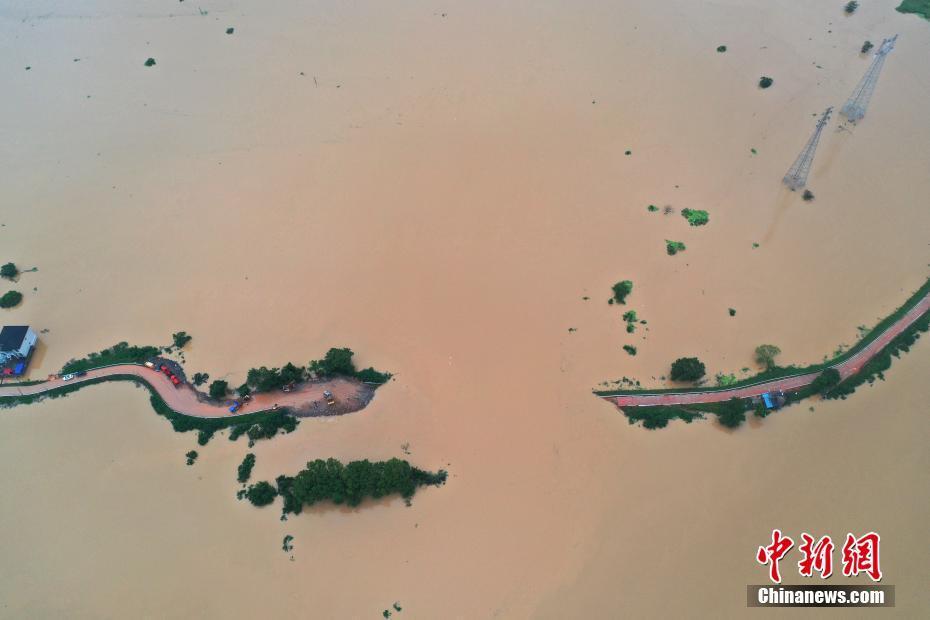 China raises flood alert to second highest level