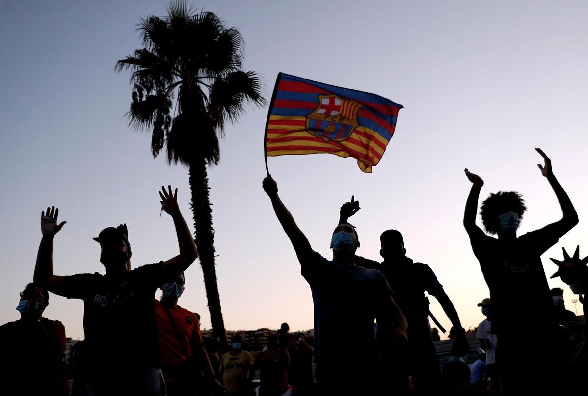 Barcelona boss Ronald Koeman slammed for axing Luis Suarez over the phone