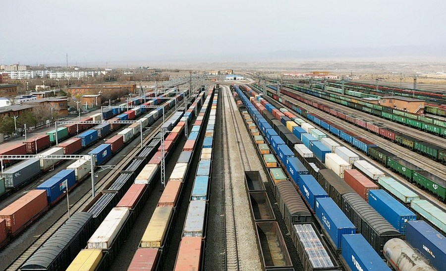 Over 10,000 Chinese enterprises veer to cross-border e-commerce