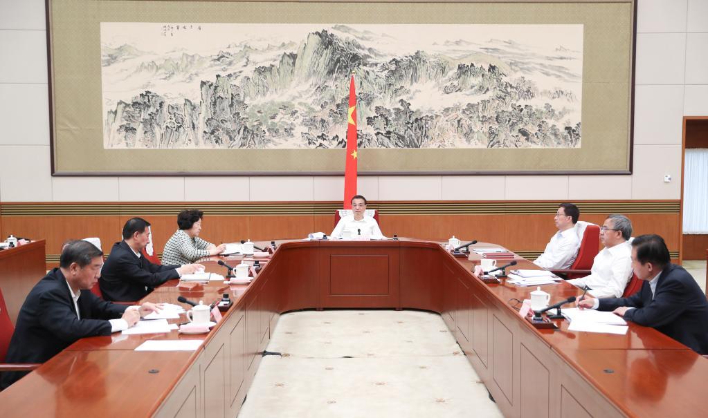 Chinese premier stresses advancing development of western regions